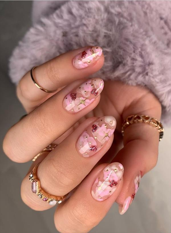 Ideal and Trendy Short Almond Nails